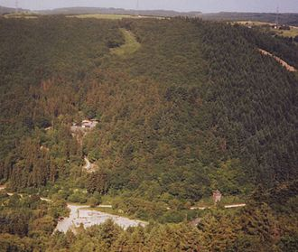 Feller Bach - Slate mine Fell (upper left) and the former concrete block work (down) in the Nossern Valley
