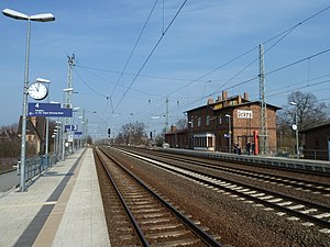 Luckau-Uckro station - Platforms of the main line. The building of the DUE are behind to the left and the tracks of the NLE are to the right out of shot.
