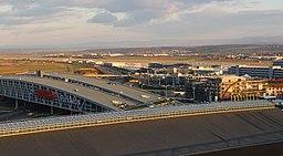 Blick über die Landesmesse Richtung Flughafen - panoramio