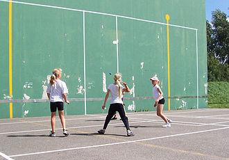 International fronton - Girls playing 1-walled fronton