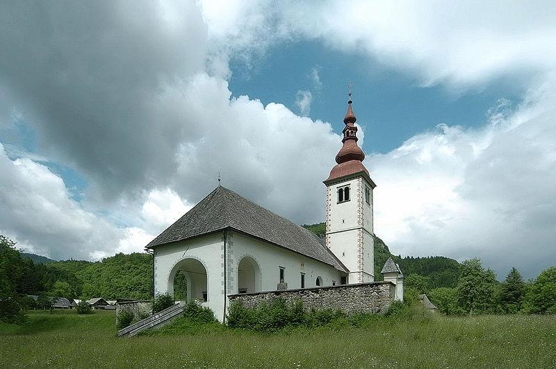 Datei:Bohinj Bitnje Cerkev Marijinega vnebovztja 08062008 15.jpg