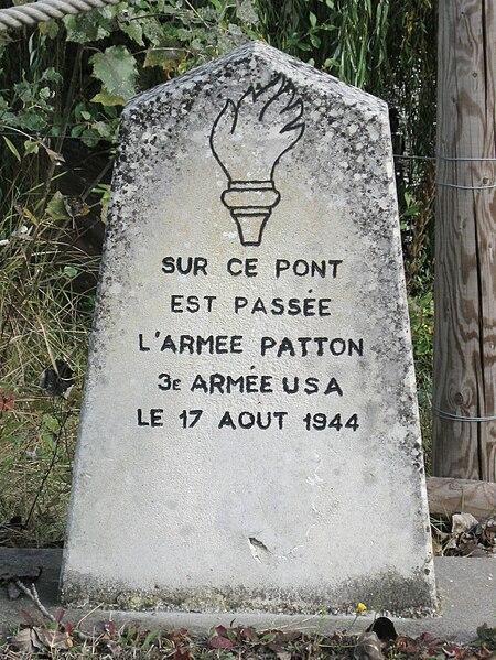 BOIGNY SUR BIONNE - stèle du passage de la 3eme armée du général PATTON 450px-Boigny-sur-Bionne_pont_8