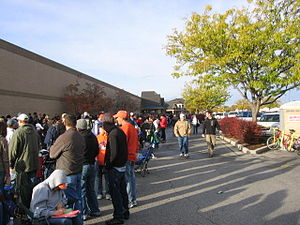 2009 flu pandemic in the United States - High-risk groups line up at a defunct Kmart on October 24, 2009 for the first H1N1 vaccines publicly available in Boise, Idaho.