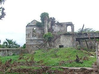 Bolama - Image: Bolama ubiquitous ruins