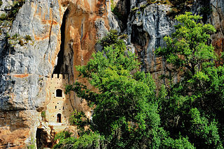 Château de Bouziès dans la falaise