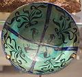 Bowl with plant motif, Iran, early 13th century, stonepaste, chromium and cobalt paint, copper alkali overglaze - Royal Ontario Museum - DSC04604.JPG