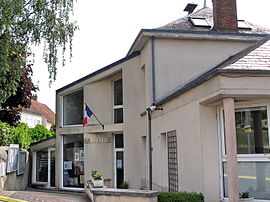 The town hall in Breux-Jouy