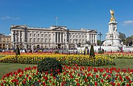 Buckingham Palace from gardens, London, UK - Diliff.jpg
