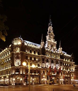 Boscolo Budapest Hotel - Image: Budapešť, hotel Boscolo v noci II