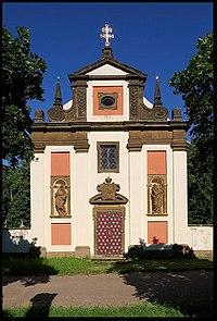 Budenice kostel sv Izidora.jpg
