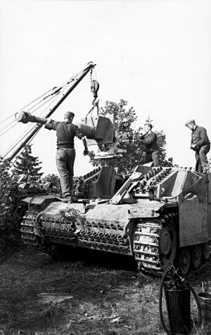 7.5 cm KwK 40 - Gun maintenance on a Sturmgeschütz III.