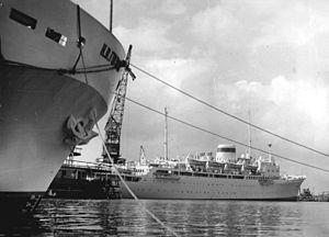 """Lloyd Werft Wismar - Image: Bundesarchiv Bild 183 63381 0001, Wismar, Seefahrtgastschiff """"Ordskonikidse"""""""