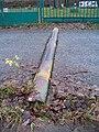 Císařská louka, kovový příčný práh.jpg