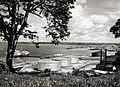 COLLECTIE TROPENMUSEUM Gezicht over de Baai van Balikpapan met olietanks en steigers van de Bataafsche Petroleum Maatschappij (BPM) TMnr 60051464.jpg