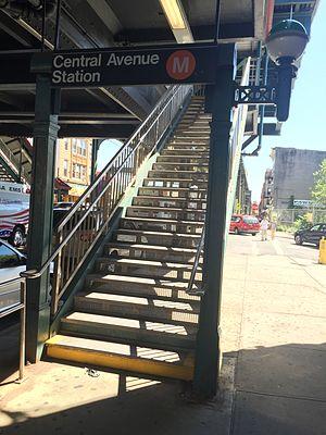 Central Avenue (BMT Myrtle Avenue Line) - Entrance
