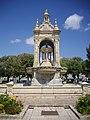 Châteaudun - place du 18-Octobre, fontaine (09).jpg