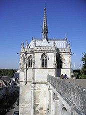 Vista exterior de la capilla dedicada a Saint-Hubert en el Castillo de Amboise (Francia)