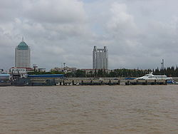 The Nanmen Port of Chengqiao Town ,which is the County town and the biggest town of Chongming(as 2006)