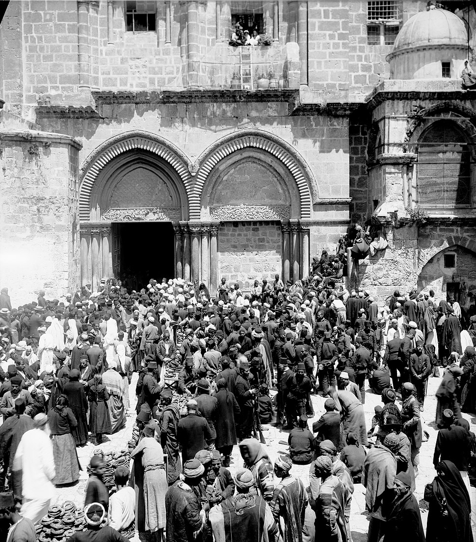 Church of the Holy Sepulchre at Easter time. matpc.06563