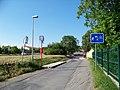 Chvaly, Stoliňská, zastávka Slatiňanská (01).jpg