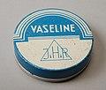 """Cilindrisch blauw en wit blik, met los deksel waarop """"Vaseline, J.H.R."""", objectnr 77901-A-B.JPG"""