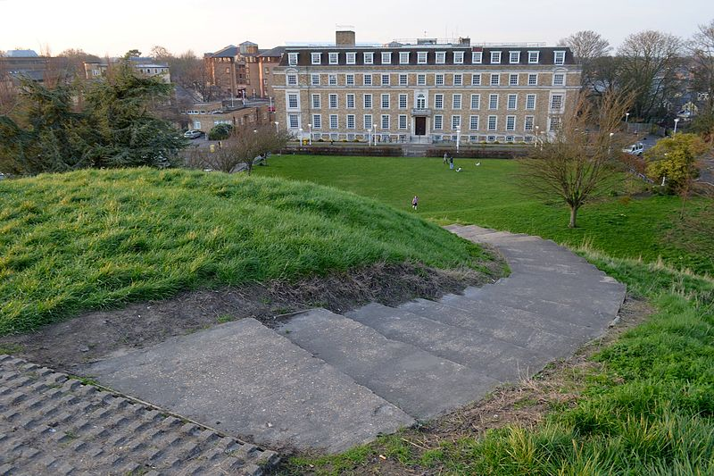 File:Cmglee Cambridge Shire Hall Castle Mound.jpg
