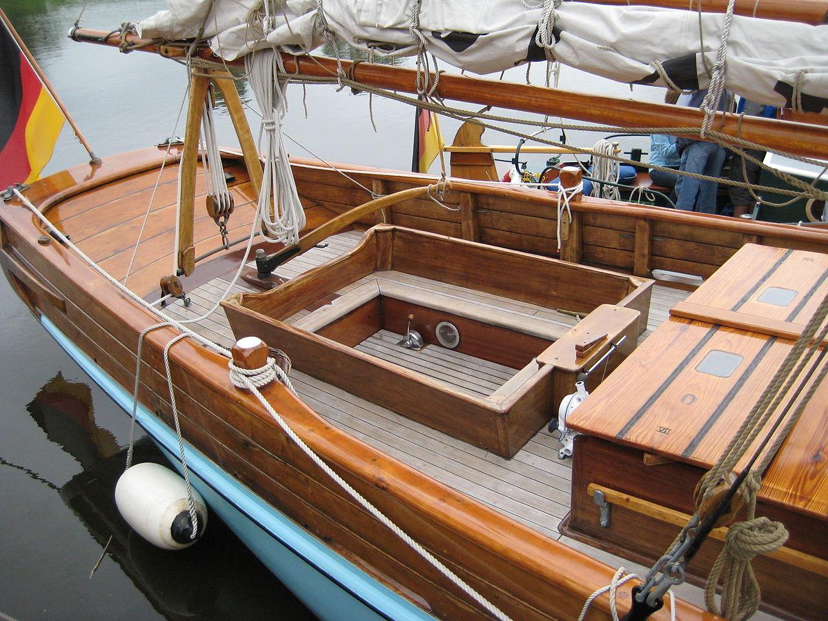 Cockpit (sailing) - Wikipedia