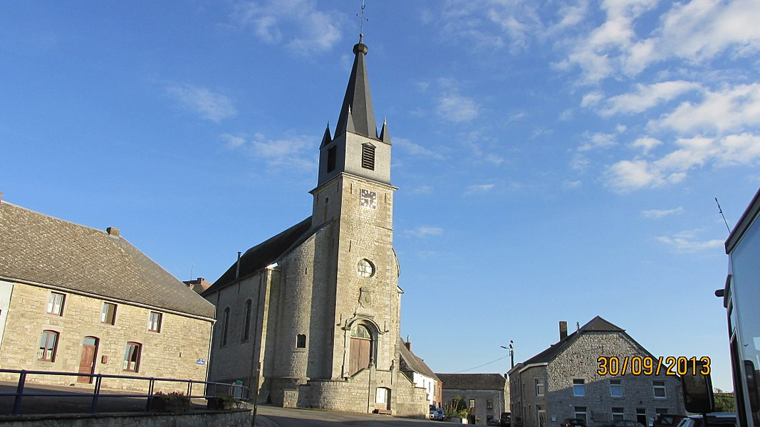 Place et église Saint-Hubert