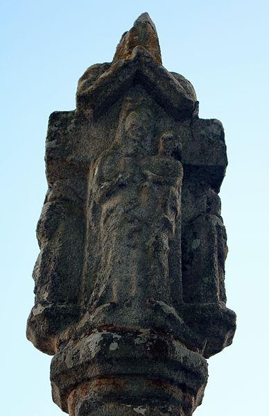 Croix du cimetière (Buléon): vierge à l'enfant