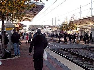 Red Line (Dallas Area Rapid Transit) - Image: DART Red Line @ Union Station