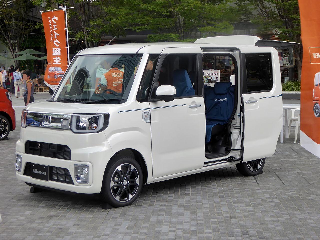 "File:Daihatsu WAKE X ""mont-bell Version SA"" (LA700S) Front"