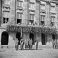 De koninklijke familie op het paleisbalkon, voor een aubade op De Dam door 19000, Bestanddeelnr 255-7286.jpg