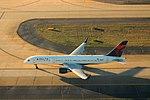 Delta N685DA Boeing 757-200 (24183405375).jpg
