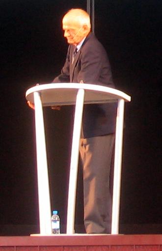 Derek Bickerton - Conference of Derek Bickerton at the 2004 Universal Forum of Cultures in Barcelona