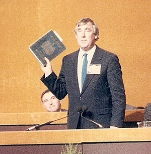 Des Wilson - Des Wilson in 1987 as president of the Liberal party, holding as symbol of his office a copy of John Milton's Areopagitica
