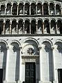 Detall de la façana de l'església de San Michele in Foro, Lucca.JPG