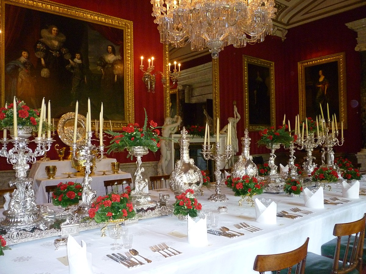 Tableware Wikipedia : 1200px DiningtablelaidatChatsworthHouse from en.wikipedia.org size 1200 x 900 jpeg 330kB