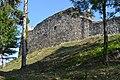 Divín - Divínsky hrad - hradbový múr (1).jpg