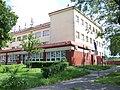 Dolní Chabry, Spořická 34, základní škola.jpg