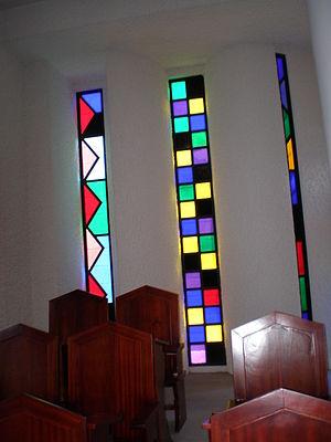 Domus Galilaeae - Image: Domus Galilaeae congregation room window 1