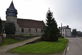 The church and town hall in Doudeauville