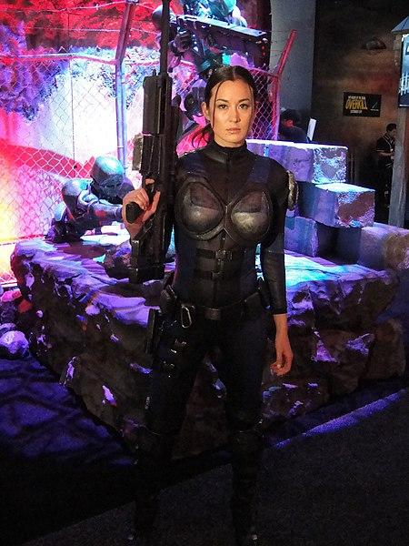 File:E3 2011 - female soldier from Binary Domain (Sega).jpg