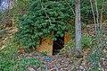Entrata di una grotta o vecchia cantina - panoramio.jpg