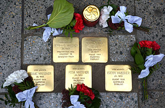 Israel Alter - Five remembrance stones for the Maissner family installed at Lange Laube 1; Bernhard Maissner murdered in the occupied Poland, four family members escaped 1939 to South Africa and Palestine