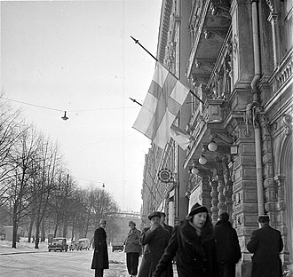 Continuation War - Finnish flags at half-staff in Helsinki on 13 March 1940 after the Moscow Peace Treaty became public