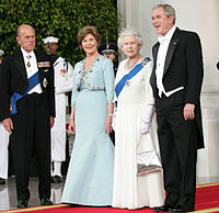 First family and Elizabeth II 2007 (outside).jpg