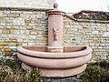 Fontaine, avec la représentation de l'âne-mascotte du village.jpg