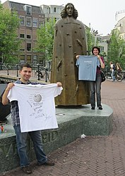 Free Travel-Shirt Blue+White NLD A'dam Spinoza MSZ090627.JPG