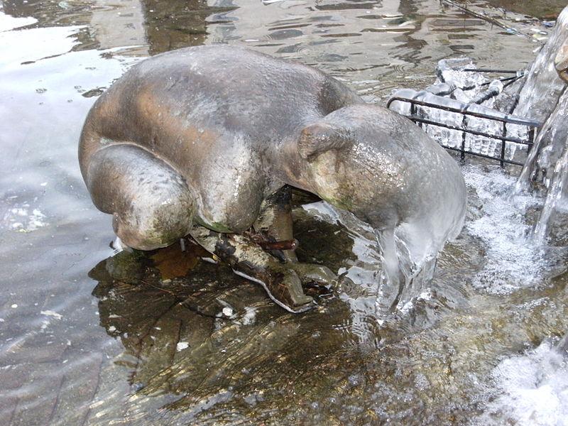 File:Frozen nude girl statue in Enschede.JPG