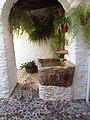 Fuente en un patio de Córdoba.jpg